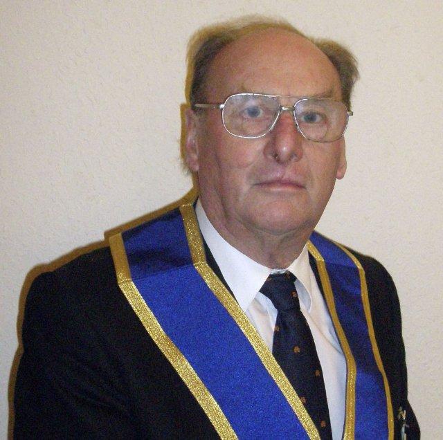 Bernard Eyre - Almoner